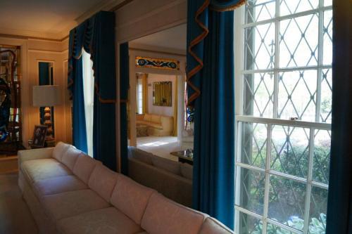 Graceland inside (10)