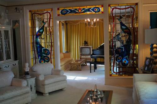 Graceland inside (12)