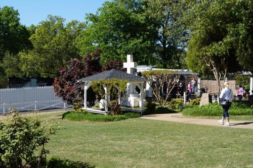 Graceland inside (177)