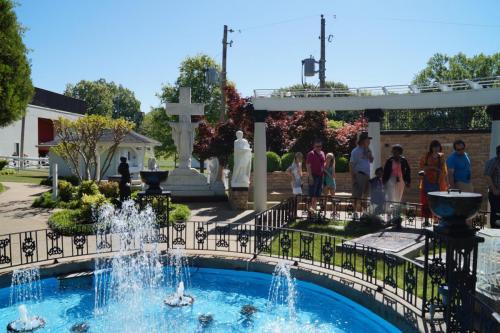 Graceland inside (220)