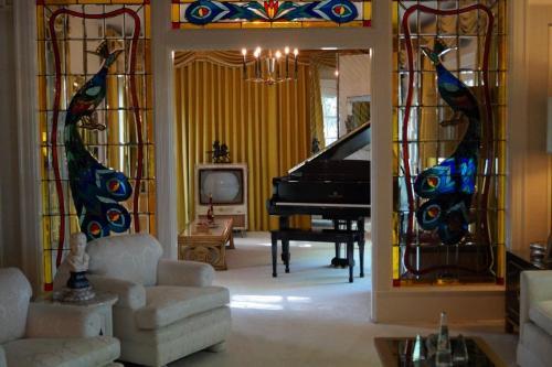 Graceland inside (7)